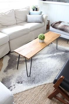 Harlow & Thistle - Home Design - Lifestyle - DIY: DIY Hairpin Leg Coffee Table with Remote Storage - Coffee Ideas Diy Coffee Table, Table, Decorating Coffee Tables, Living Room Diy, Coffee Table Centerpieces, Table Decor Living Room, Coffee Table, Coffee Table Farmhouse, Hairpin Leg Coffee Table