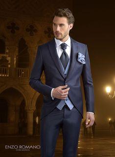 Pin by WPCH Wedding Planner Chile on Groom & Groomsmen in 2018 Best Wedding Suits, Tuxedo Wedding, Wedding Men, Groom And Groomsmen Style, Groom Attire, Groom Style, Dress Suits For Men, Men Dress, Moda Formal