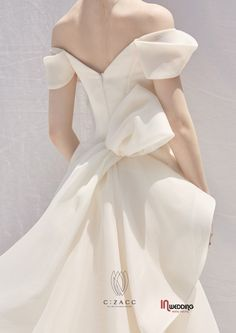 W Dresses, Pretty Dresses, Bridal Dresses, Wedding Gowns, Evening Dresses, Gorgeous Wedding Dress, Yes To The Dress, Bridal Looks, Couture Fashion