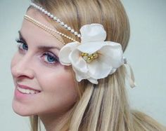 Headband Cordões de Pérolas e Flor