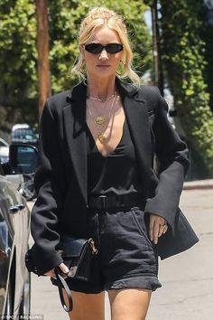 Rosie Huntington-Whiteley se déshabille à Los Angeles Look Fashion, Fashion Models, Fashion Outfits, Womens Fashion, Modest Fashion, Fashion Tips, Outfit Look, All Black Outfit, Rosie Huntington Whiteley