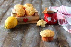I muffin cocco e limone sono troppo buoni e gustosi. Si preparano senza il burro, ma, sono lo stesso molto soffici e golosi. Sono perfetti per la colazione, sopratutto, per accompagnare le bevande calde come caffè o thè. Questi muffin sono pronti in pochi minuti.