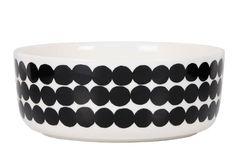 Marimekko's Siirtolapuutarha bowl features Maija Louekari's cheerful Räsymatto pattern that was inspired by traditional rag rugs. Marimekko's Siirtolapuutarha collection has a pleasant feel of nostalgia. Marimekko, Ceramic Tableware, Kitchenware, Carafe, Nordic Interior Design, Scandinavia Design, Large Bowl, Utrecht, Good Company