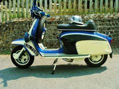 GT200 x Mod Scooter, Lambretta Scooter, Vespa Scooters, Classic Bikes, Classic Cars, Pregnancy Pillow, Cycle Chic, Motor Scooters, Sidecar