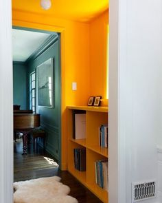 It's the little surprises that we can create using colour blocking. This small area has been made to look wow with the use of yellow. It gives it its own personality whilst flowing into the other rooms. bestorarchitechure. #mustard #monday #mondayinspiration #midcenturymodern #midcentury #midcenturyliving #midcenturystyling #interiordesign #interiors #interiorstyle #interiorstyling #interiorinspo #homedecor #homestyle #homedesign #homestyling #interiorsblogger #interiorsblog #homeblog…