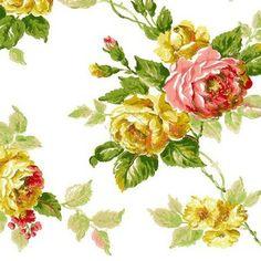 Papel pintado con rosas en colores rosa pastel y mostazas, hojas en verde y fondo blanco roto.   Con una increíble estética de papel pintado a mano y su textura que imita a los trazos de un pincel, su diseño es de un claro y marcado estilo inglés perfecto para caulqueir decoración clásica.