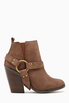 Not too weird, not too plain. Ideal for a classic beauty. Shoe Cult Beaumont Ankle Boot - Brown.