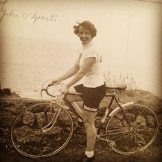 Vintage Wednesdays - Eileen Sheridan | Cyclechic. (Just before setting off on her epic End to End ride in 1954)