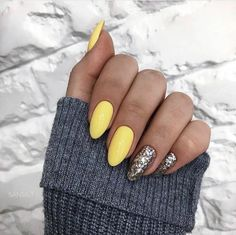 Silver Sequins Nail If you like shiny nails, our next look is for you! These shocking long-necked nails feature all the silvery sparkles. Glittering nails like this are perfect for special… Classy Nails, Simple Nails, Cute Nails, Pretty Nails, My Nails, Prom Nails, Silver Glitter Nails, Gold Nails, Gradient Nails