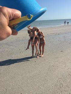 funny family beach photo ideas
