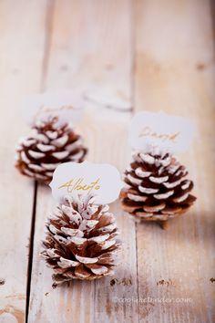 Con todas estas cosas que veis en esta mesa podremos hacer nuestros adornos de Navidad, de hecho estos serán mis adornos. Y dependiend...