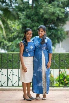 Mon nd me Long Skirt Outfits, Girly Outfits, Chic Outfits, Salwar Dress, Frock Dress, Mommy And Me Dresses, Girls Dresses, Mom And Daughter Matching, Baby Frocks Designs