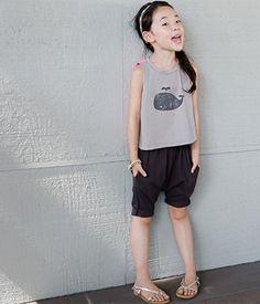 Today's Hot Pick :休闲个性松紧腰宽松低裆哈伦短裤 http://fashionstylep.com/SFSELFAA0009270/thejany2/out 嘻哈低裆裤,给炎热的夏日再添火爆气氛!~(≧▽≦)~ 整体纯色的版面,经典百搭的色泽,都是宝贝喜欢的元素呢~ 打破传统方式低裆造型,潮流DJ的摩登范儿立即映入眼帘★~★ 宽边松紧腰,舒适不紧绷~ 配上件个性T恤,让嘻哈欢乐充满一整夏!~(>^ω^<)~ -哈伦短裤 -松紧腰 -宽松低裆 -2色可选 -休闲自然
