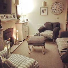 Looks lovely for a cosy reading room ? Looks lovely for a cosy reading room ? Cottage Lounge, Cottage Living Rooms, Living Room On A Budget, Living Room Modern, My Living Room, Living Room Designs, Living Room Decor, Cosy Living Room Small, Living Area