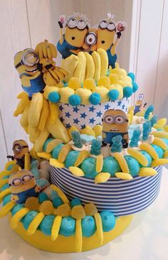 Diverta idea para comida de una celebración de cumpleaños Minions Minion Birthday, Minion Party, Candy Cakes, Cupcake Cakes, Minion Cookies, Bar A Bonbon, Candy Bouquet, Cake Decorating Techniques, Candy Gifts