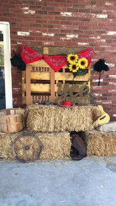 The enchanting Western Theme Party Photo Booth Idea. Country Western Parties, Country Themed Parties, Country Birthday Party, Cowboy Birthday Party, Rodeo Birthday, 21st Birthday, Country Hoedown Party, Farm Birthday, Birthday Ideas