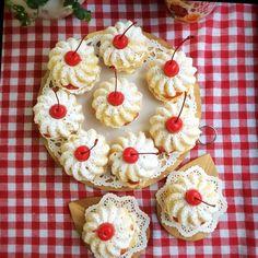 ベイクドーナツ  先日作ったものです ホイップクリームといちごをサンドしました  #ベイクドーナツ#焼きドーナツ#ドーナツ#サンド#ドーナツサンド#手作りドーナツ#甘いもの#スイーツ#デザート#お菓子作り#おやつ#おやつタイム#ティータイム#3時のおやつ#手作り#手作りおやつ#donuts#homemade#foodpics#instafood#sweets by mhk_618