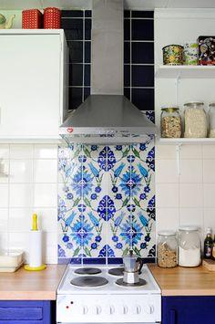 Azul en la cocina.