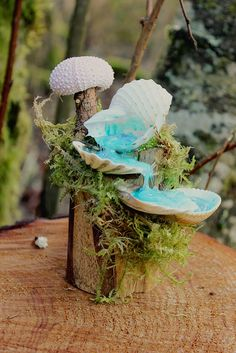 Creatively Happy: Tiny Fairy Waterfalls of Seashells, Wood and Hot Glue crafts crafts potter crafts glue gun crafts Glue Gun Crafts, Diy Resin Crafts, Diy And Crafts, Cardboard Crafts, Sea Glass Crafts, Seashell Crafts, Beach Crafts, Hot Glue Art, Fairy Crafts