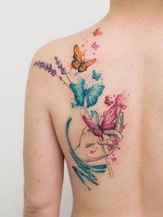 Adorable Back Tattoos For Women Inspiration - Tattoos - Tatuagem Butterfly Tattoos Images, Butterfly Tattoo Designs, Flower Tattoos, Tattoo Images, Butterfly Back Tattoo, Butterfly Design, Mini Tattoos, Body Art Tattoos, Small Tattoos
