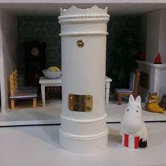ちょっと装飾してみました 雰囲気でたかな それにしても、陶器暖炉って本当に憧れ! こんな大きいにではなく、イタリアとかで使われている小型のものが欲しい #ムーミン #ムーミンハウス #ドールハウス #ミニチュア #moomin #moominmug #muumipeikko #moominhouse
