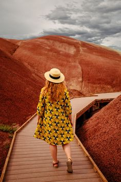 """Heading to the Painted Hills Oregon site? Read this first so you know all the """"must know"""" travel tips for visiting this park! Oregon Travel, Travel Usa, Travel Tips, Travel Portland, Portland Oregon, Budget Travel, Central Oregon, Travel Destinations, Painted Hills"""