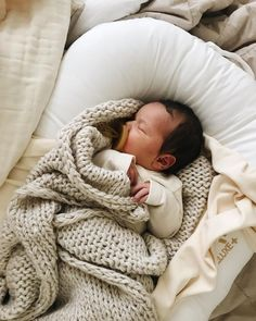 I really want to know where to buy the Binky shown in the picture - BABY PICTURES The Babys, Little Babies, Cute Babies, Baby Outfits, Foto Baby, Baby Kind, Schlafendes Baby, Everything Baby, Newborn Photos