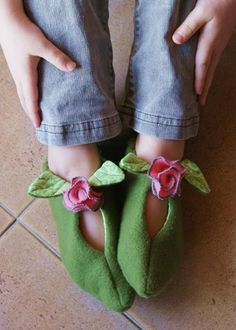 Fairy slippers in felt, pdf pattern from Oxeyedaisey @ etsy, I can have in time to make for Christmas. $5.50