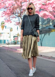 Street style 2017 fashion trends: pleated skirt Source by modaviki Street Style 2017, Looks Street Style, Looks Style, Street Styles, Fashion 2017, Look Fashion, Fashion Trends, High Fashion, Street Fashion
