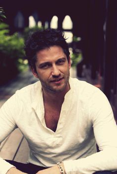 Gerard Butler, STOP. I CAN'T.