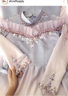 Best Embroidery Art Dress Ideas Source by ideas art Embroidery Fashion, Embroidery Dress, Embroidery Art, Muslim Fashion, Hijab Fashion, Designer Wear, Designer Dresses, Hijab Dress Party, Fashion Details