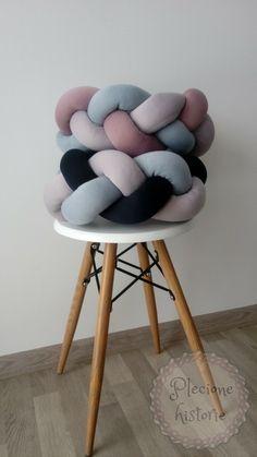 Braid knot pillows