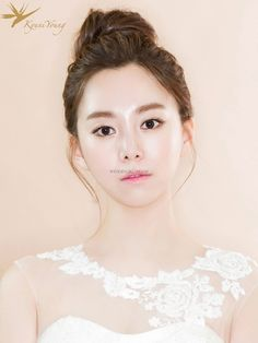 Beautiful Gyuniyoung in Korea Hair & Makeup Sample Asian Wedding Hair, Hairdo Wedding, Pre Wedding Photoshoot, Wedding Make Up, Wedding Ideas, Bridal Hair And Makeup, Hair Makeup, Chinese Bride, Makeup Samples