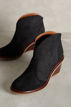 Schuler & Sons Abaco Textured Bootie #anthrofave