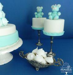 meringues and teddy bear minicakes