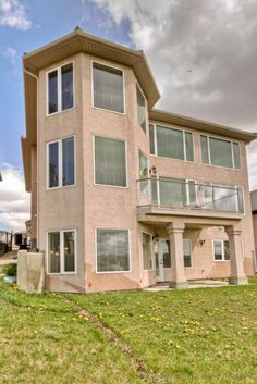 Incredible location. Over 3000 sqft. Beautifully update...