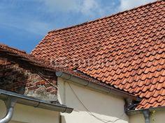 Traditionelle Dachkonstruktion mit rotem Ziegel in Oerlinghausen im Teutoburger Wald bei Bielefeld in Ostwestfalen-Lippe