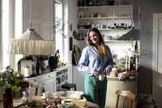Att vilja vara med fina kvinnor och ligga på golv och äta ost | Elsa Billgrens blogg på ELLE.se!