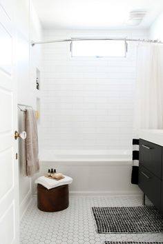 Bathroom, hexagonal floor tile, long subway wall tile Source by martipalermo Hexagon Tile Bathroom, White Subway Tile Bathroom, Subway Tile Showers, Bathroom Layout, Bathroom Flooring, Bathroom Interior, Subway Tiles, White Tiles, Bathroom Ideas