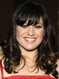Kelly Clarkson bangs without shape: http://beautyeditor.ca/2014/05/22/best-bangs-for-round-face/