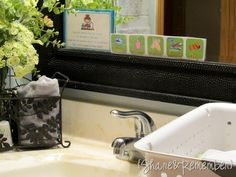 Always having to remind the kids to wash their hands.this HAND WASHING HELPERS (free printable) will be awesome! How do you encourage and teach your children bathroom etiquette? Quirky Home Decor, Cute Home Decor, Handmade Home Decor, Printable Activities For Kids, Learning Activities, Hand Washing Song, Home Decor Quotes, Bathroom Kids, Raising Kids