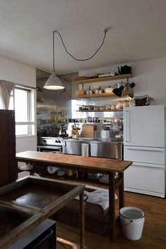 for a small functional kitchen, what is on the other side of the room? Pantry and dishes? Home Interior, Kitchen Interior, New Kitchen, Kitchen Dining, Kitchen Decor, Küchen Design, House Design, Casa Cook, Japanese Kitchen