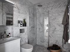 Badrum / Bathroom, Stockholm, Sweden. Styling: VRÅ homestyling @vrahomestylingsthlm Photo: Fredric Boukari @Fredric Boukari Estate Agent: Wrede @wredefastighetsmakleri