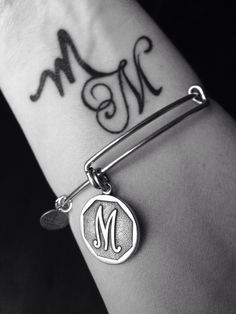 Tattoo wrist letter quotes ideas tattoo designs ideas männer männer ideen old school quotes sketches Tatoo Letter, Letter M Tattoos, Music Tattoos, Wrist Tattoos, New Tattoos, Body Art Tattoos, Mehndi Art Designs, Henna Tattoo Designs, Tattoo Designs And Meanings