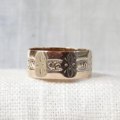 Beautiful vintage Victorian wedding band in the style known as a cigar band. The ring is 7mm wide, and would suit either a woman or a man.