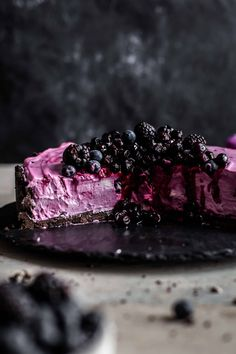 This very easy No-Bake Blueberry Cheesecake is super delicious and comes with an Oreo cookie crust. No-bake Blueberry Cheesecake recipe by Also The Crumbs Please bites easy bites keto bites mini bites no bake bites no bake easy bites recipes Best Homemade Cheesecake Recipe, Bake Blueberry Cheesecake Recipe, Blueberry Desserts, Cheesecake Desserts, Dessert Recipes, Blueberry Sauce, Cheesecake Bites, Blueberry Ideas, Dessert Blog