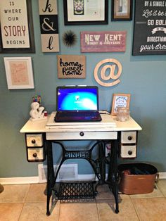 Creating an antique Blogger desk out of an old singer sewing machine. Making the Old new again.