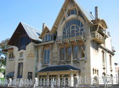 Built in 1901-1902, the building was amongst the first examples of Art Nouveau architecture to be designed in Nancy