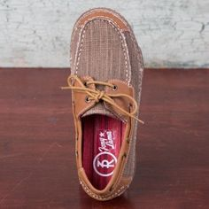 Stand out when wearing these gorgeously designed women's straw canvas and tan leather combo moccasins with moc toes from the Ladies 3R Casual Collection. Lace detail closures allows for secure fitting