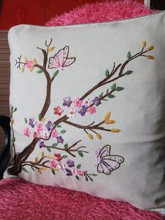 Brezilya nakışı Cushion Embroidery, Embroidery Flowers Pattern, Crewel Embroidery, Hand Embroidery Designs, Ribbon Embroidery, Machine Embroidery, Cushion Cover Designs, Brazilian Embroidery, Creation Couture